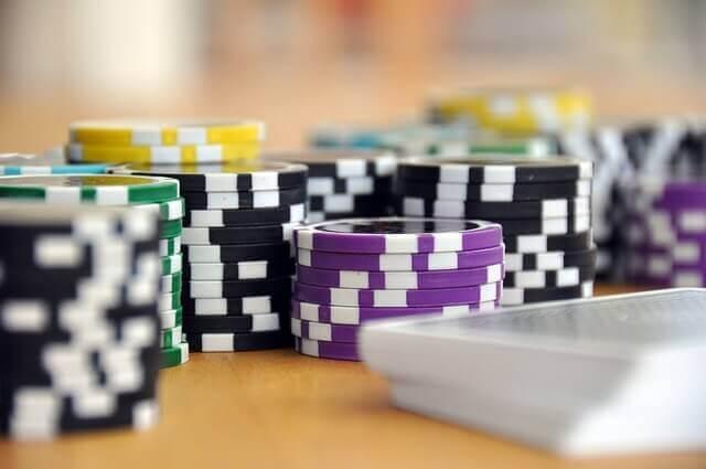 ganar dinero extra desde casa jungando poker en linea